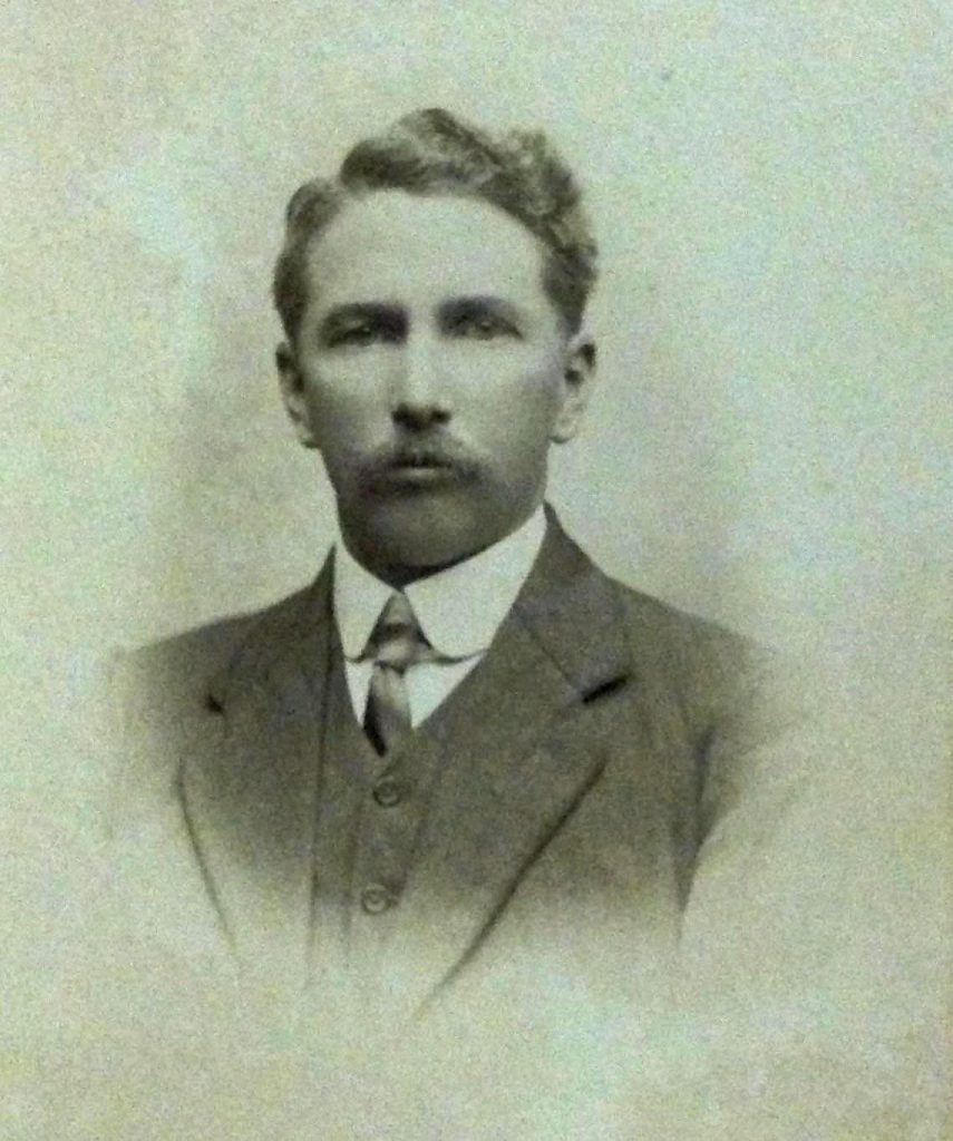 ES-Allsop-1912-–-Natal-Bank-employee-at-the-Vryheid-branch-via-Carol-Hardijzer.jpg